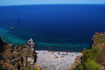 la spiaggia di Scario a Malfa Salina