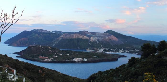 Vulcano e vulcanello veduta da Lipari